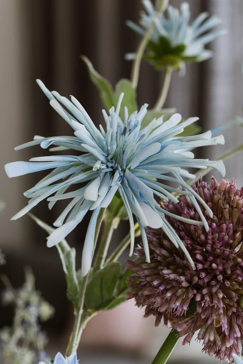 single artificial flowers